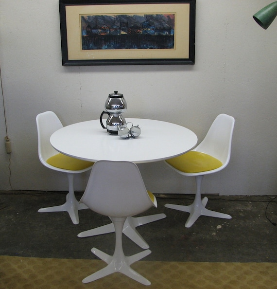 Mid Century Modern, vintage Burke dinette set  table and chairs 3