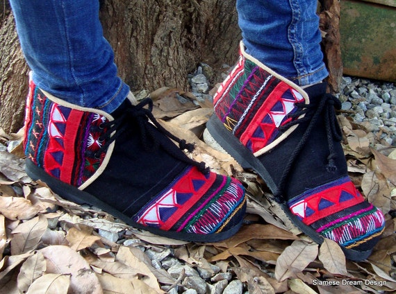 Womens Akha Moccasin Shoe In Colorful Tribal Appliqué on Black