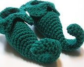 Crochet Elf booties.  Christmas photo prop for baby.  0 to 6 months.  6 to 12 months.  Made to order.