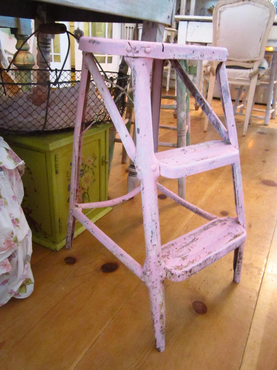 vintage metal pink ladder stool chippy shabby chic cottage. Black Bedroom Furniture Sets. Home Design Ideas