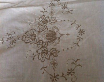 Vintage Embroidered Linen Tablecloth and Napkins