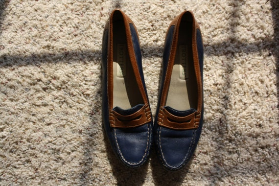 Vintage Navy and Tan Stitched Penny Loafer Flats Slip On Skimmers Sz. 7