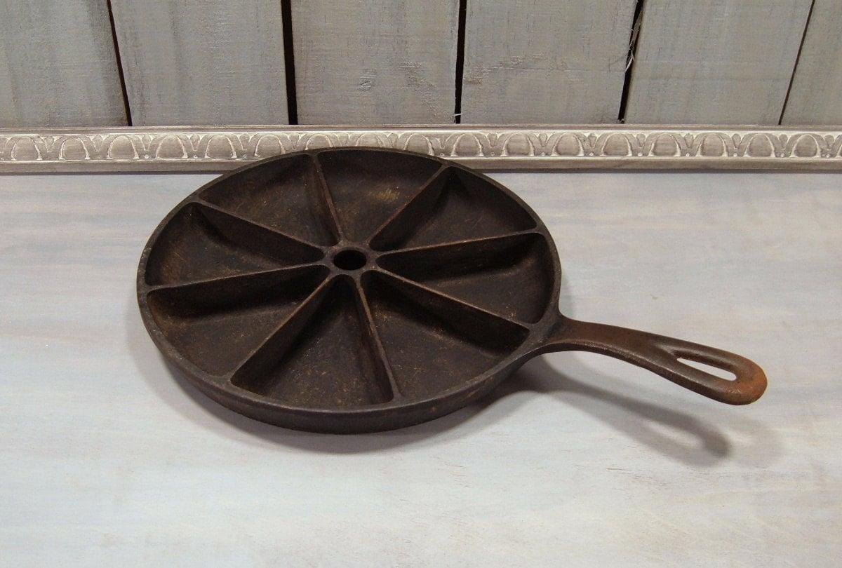 cast iron cornbread skillet vintage cornbread pan by froglevelfarm. Black Bedroom Furniture Sets. Home Design Ideas