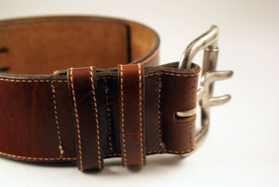 Betsy Johnson Thick Brown Leather Belt Designer Sz M. Condition is Pre-owned. Shipped with USPS First Class Package.