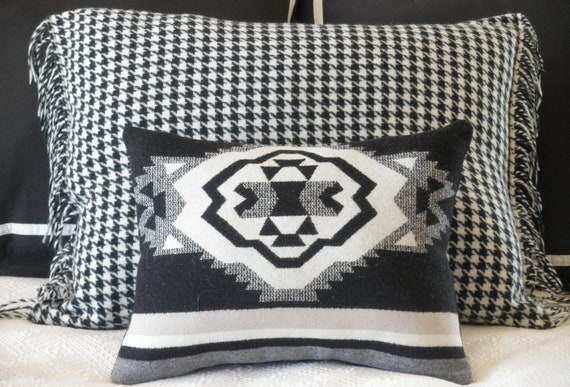 Black and white houndstooth pillow cover, hip yet classic Pendleton wool fabric,  fringe edges, zipper closure, 22 x 26