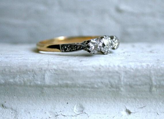 Beautiful British Antique 18K and Platinum Diamond Engagement Ring - 0.61ct.