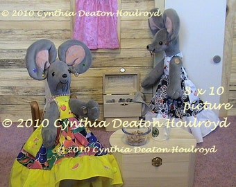 """CDH """"Three Blind Mice..."""" Girl's Room or Nursery PICTURES 8x10 - Mouse Dolls - Stacy and Rhonda At Home--Black-Pink-Yellow"""