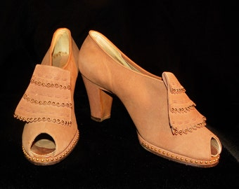 Ladies Shoes Palter DeLiso Stud Fringe Front Chunky Heel Tan Suede Size 6AA Like New!