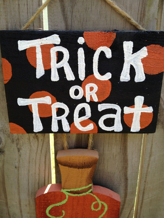 Trick or Treat Jack O' Lantern Pumpkin Hang Sign Fall Decor