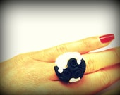 Black and White Rose Ring. Flower Bouquet Ring. Flower Jewelry. Black and White Jewelry