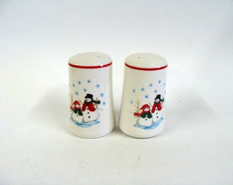Ceramic Salt and Pepper Shakers with Decorative Snowman, White Ceramic S and P Shakers Set, Holiday Christmas Table Decor