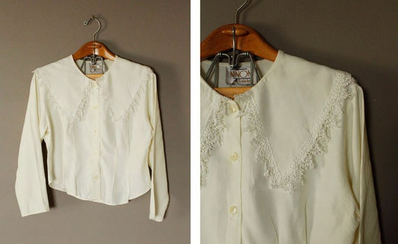 1980s Vintage Cream Long Sleeve Shirt Chantilly Lace Collar Size L