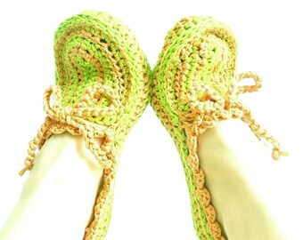 ON SALE // Green and peach color, crochet slippers, Cozy slippers, Thick house slippers, House shoes, Crochet slippers in red