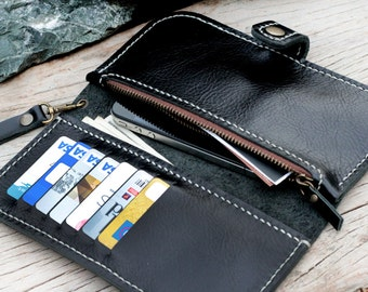 MBlack and white wallet with zip and wristlet strap