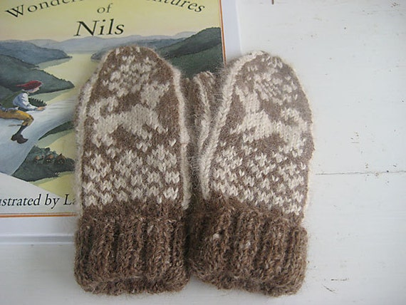 Toddler Mittens  in Scandinavian Vintage-inspired Pattern  NILS