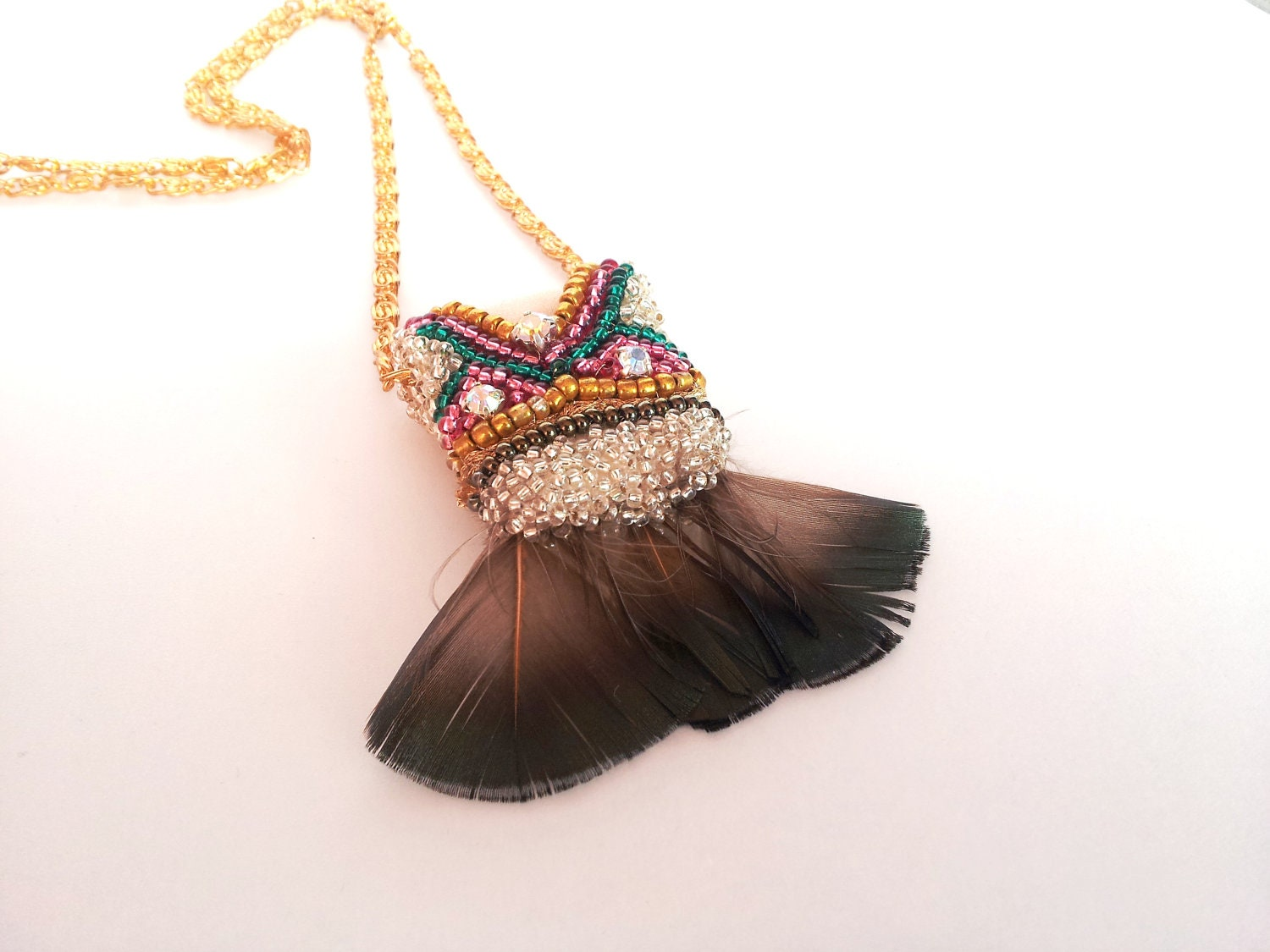 Pendant Necklace with feathers by iluztro