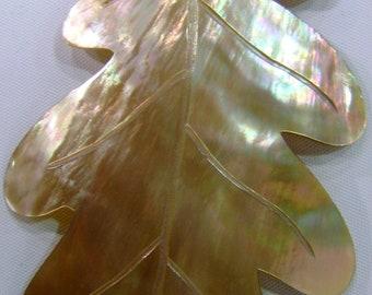 Oak Leaf Pendant in Brown Lip Mother of Pearl (84 x 52 mm.)