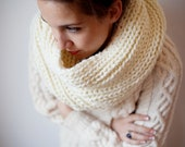 SAMPLE SALE Chunky Knit Cowl / Infinity Scarf in Cream - 'The Camberwell Cowl'