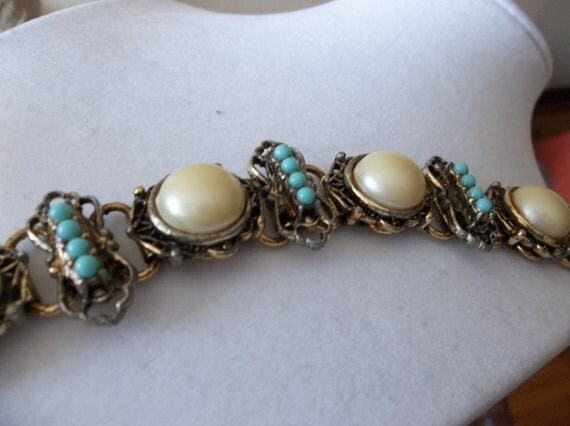 Vintage, Costume Pearl and Turquoise Color Seed Beads Bracelet