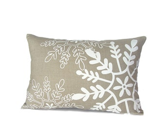 Tossed Snowflakes Pillow Cover - Natural / White