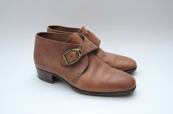Vintage leather low heel buckle booties // ankle boots // boho boots