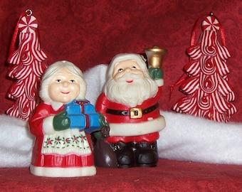 "Santa Salt and Pepper, Vintage Christmas, Vintage 80's, Vintage Collectible, 3 1/2"" tall"