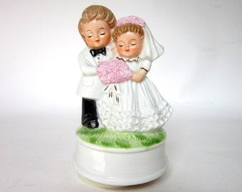 "Vintage Wedding Cake Musical Topper plays ""Love Story"" & Rotates, Blonde Bride Groom Ceramic Figurines"