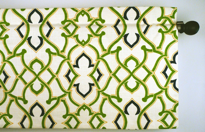 Geometric design valance in kelly green navy and mustard for Kelly green decor