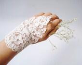 Wedding Gloves, ivory lace gloves, Fingerless Gloves,  bridal gloves, Ivory