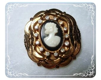 Vintage Coro Brooch Bewitching Rhinestone Cameo 1261ag-04011000