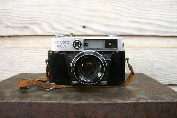 Vintage Cavalier EE Camera & Leather Case -- Working Condition