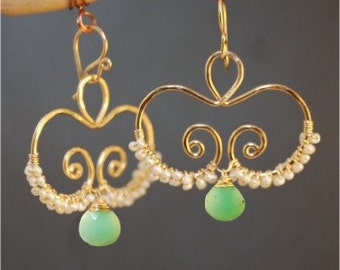 Hammered swirls with ivory pearls and chrysophrase Nouveau 133