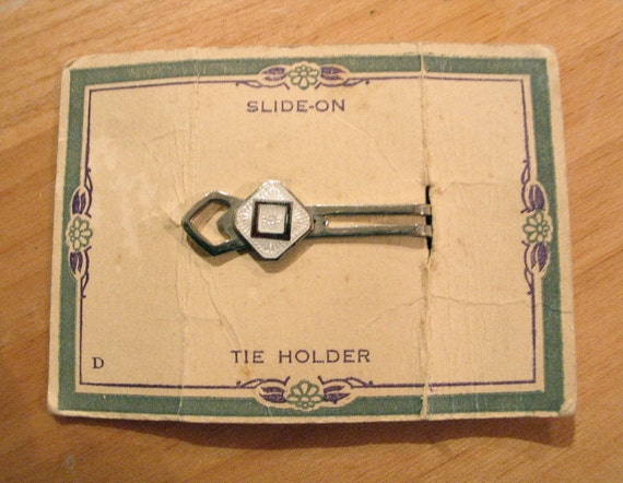 Vintage 1930s Art Deco Tie Clip on Original Display Card - RARE