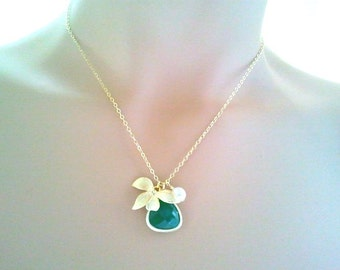 Lovely Green Jade pendant Necklace, Gold pendant, wedding Necklace, Leaves Charm, Wedding Jewelry, gift for her