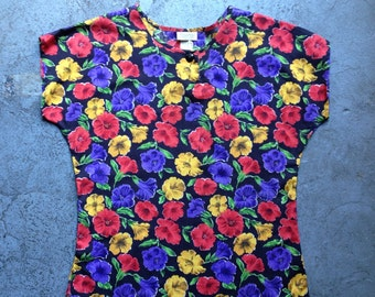 vintage 1980s top in bright floral on black. retro clothing.