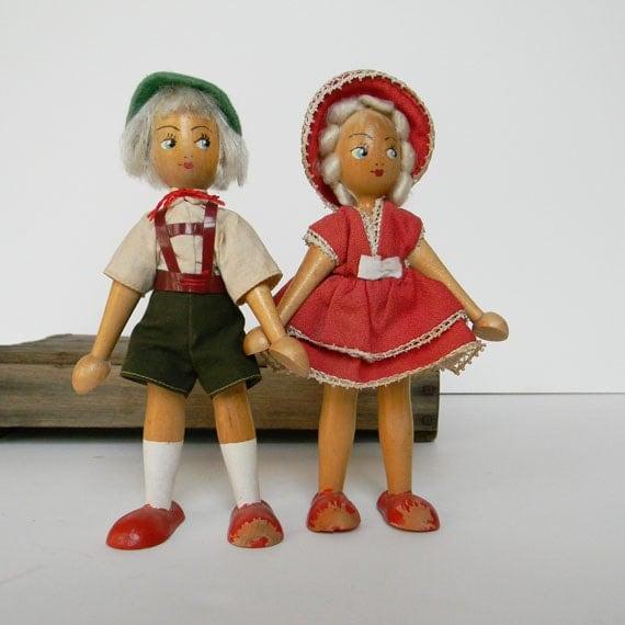Wooden Dutch Dolls Boy Girls Pair Set Wood Vintage Blonde Pennsylvania Red White Dollhouse Small Figures Children's Dollhouse