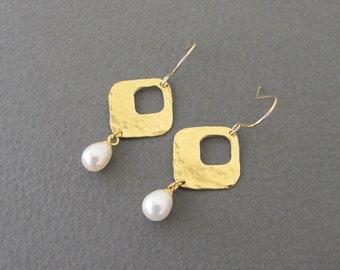 Pearl Dangle Earrings,Square gold earrings with fresh water pearl - hammered earrings ,pearl earrings