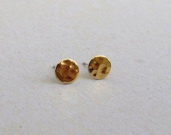 gold stud earrings ,mini tiny  Gold Post Earrings- Hammered disc 6.5mm