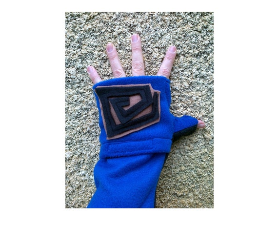 Urban Hipster Fingerless Gloves with Hand Warmers Pockets Black Spiral on Blue.