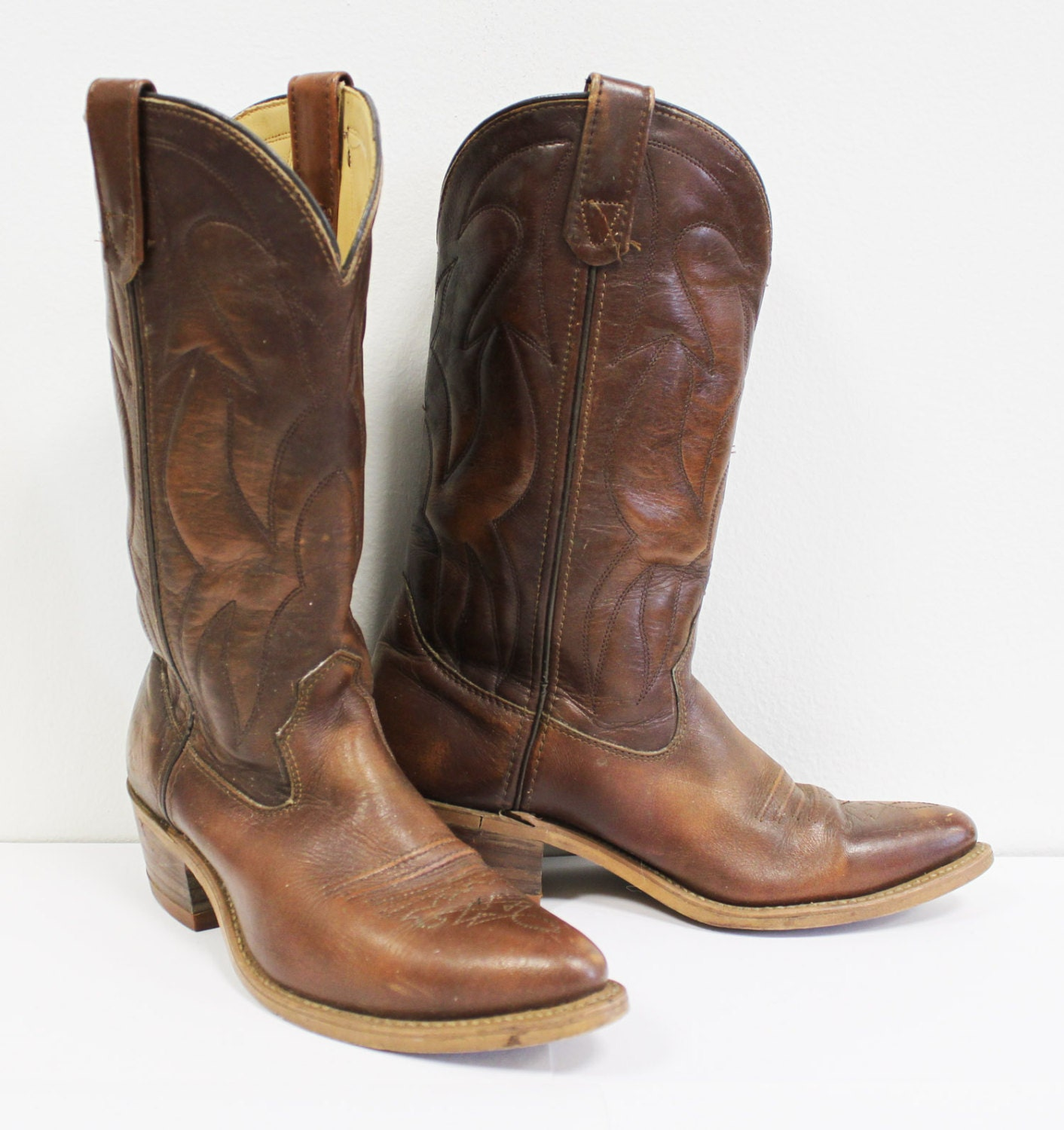 Nice looking brown western cowboy boots size 8