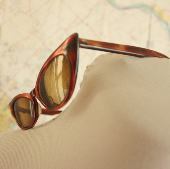 Vintage Cateye Sunglasses. Cat Eye. Tortoise Shell. Red sunglasses