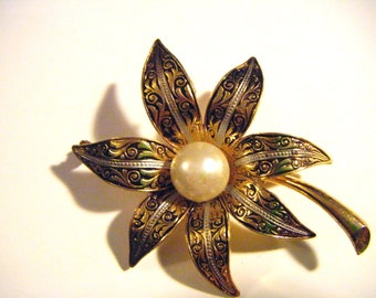 Stunning Vintage Silver and Gold Flower Brooch with Pearl in Middle