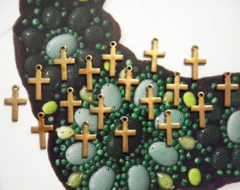 18 Vintage Brass 15mm Crosses