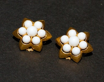 Vintage Earrings White Bead and Gold Tone Flower Clip On