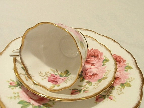 Royal Albert Teacup Saucer American Beauty Roses