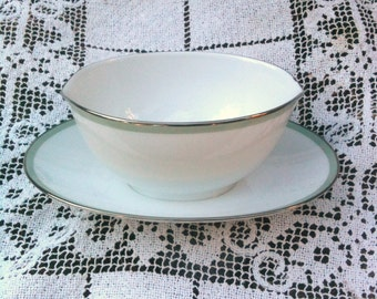 Noritake Gravy Boat 'Green Tone' Pattern With Attached Dish White Porcelain With Green Trim Sixties Mad Men Retro Elegance