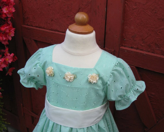 Children's Eyelet Mint Pastel Green Aquamarine Spring Dress Size 5 with Creme Tie Sash and Satin Flowers Childrens Clothing