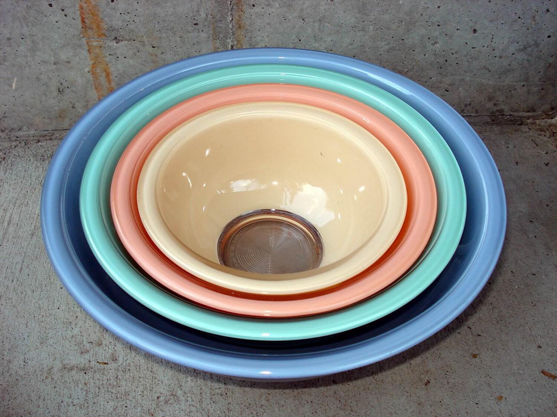 Set Of 4 Pyrex Pastel Color Line Nesting Serving Mixing Bowl