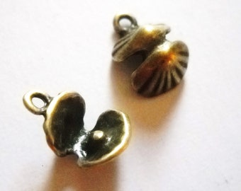 Seashell Charms Clam Charms Antiqued Bronze Shell Charms Nautical Ocean Charms 50 pieces Wholesale Charms BULK