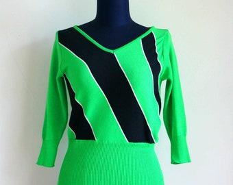 80's Vintage Mod Lime Green Knit Blouse with Black Strip // M - Free Size